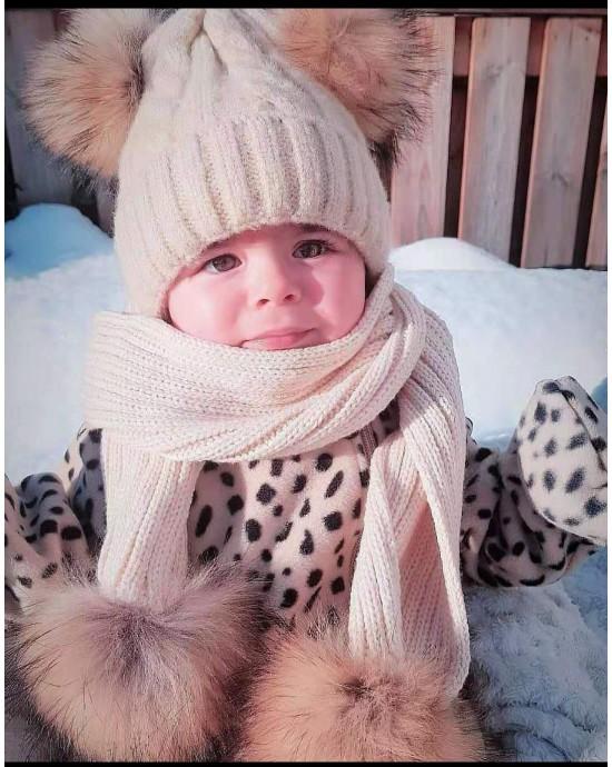 Barn Ljusbeige uppsattning med pomponger : vintermossa + halsduk