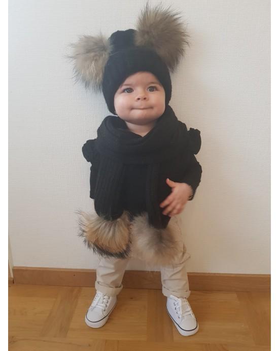 Barn Svart uppsattning med pomponger : vintermossa + halsduk