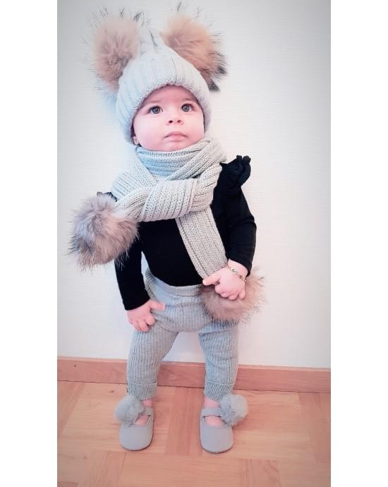 Barn Ljusgrå uppsattning med pomponger : vintermossa + halsduk